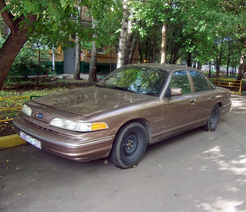 Spotted...cars In Moscow: 1st Gen 1992-94 Ford Crown Victoria