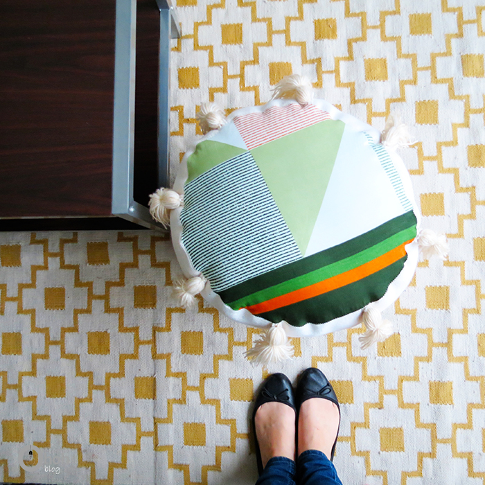 http://www.ohohblog.com/2015/05/how-to-make-pouf-with-upcycled-materials.html