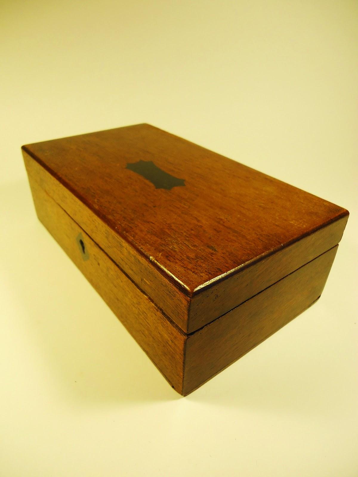 Caja antigua inglesa de oficina de correos vendida for Caja de cataluna oficinas