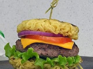 Hambúrguer de macarrão