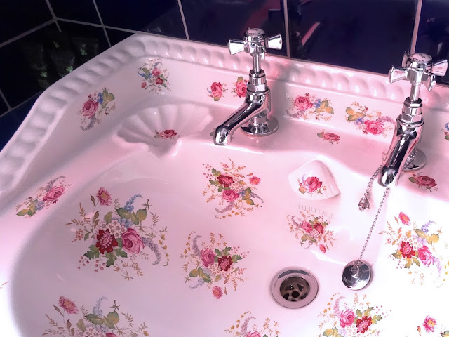 Sink in the room at Snooze guesthouse brighton