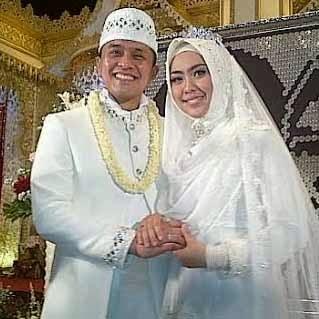 FOTO OKI SETIANA DEWI - ORY VITRIO MENIKAH 2014 Baju Busana Pengantin Muslim