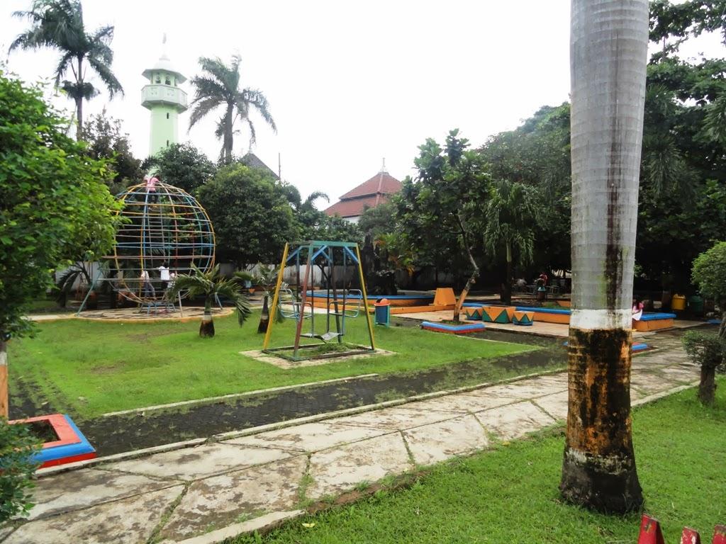 Fasilitas permainan di dekat Alun-alun Kota Jepara