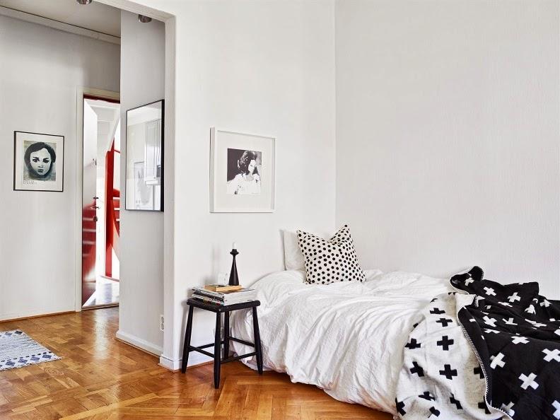 un micro apartamento nórdico decorado en blanco y negro