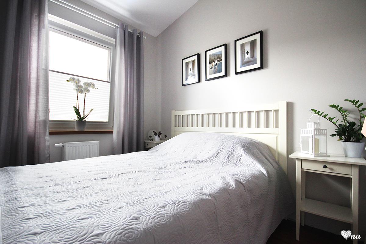 Szara mała sypialnia