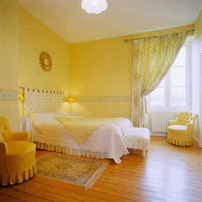 Decoracion actual de moda c mo decorar una habitaci n con for Bright yellow bedroom ideas