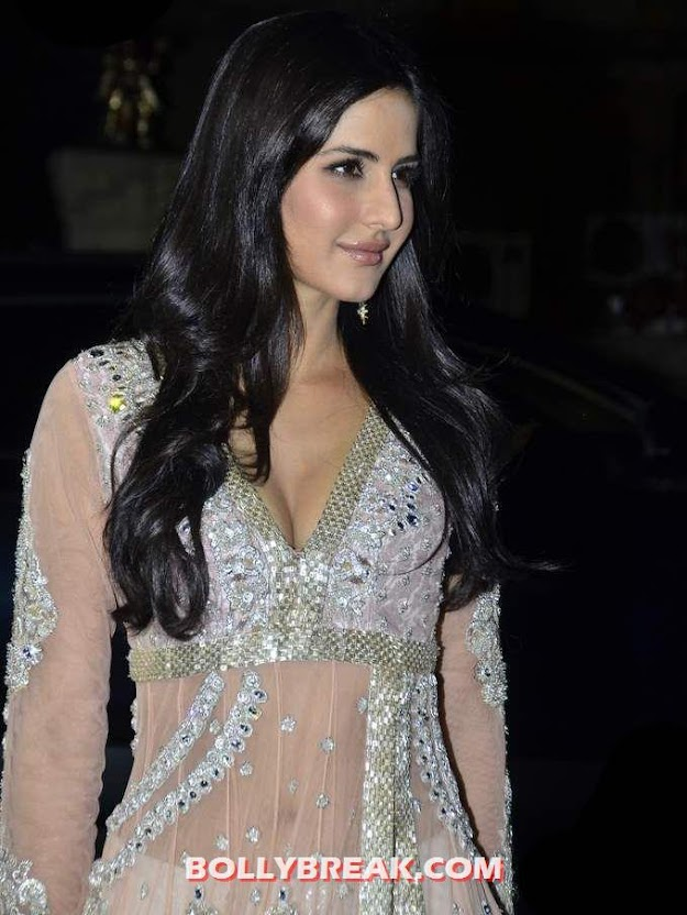 Katrina kaif in manish malhotra dress Delhi Couture Fashion Week  - (5) - Katrina kaif Navel Show - Delhi Couture Fashion Week 