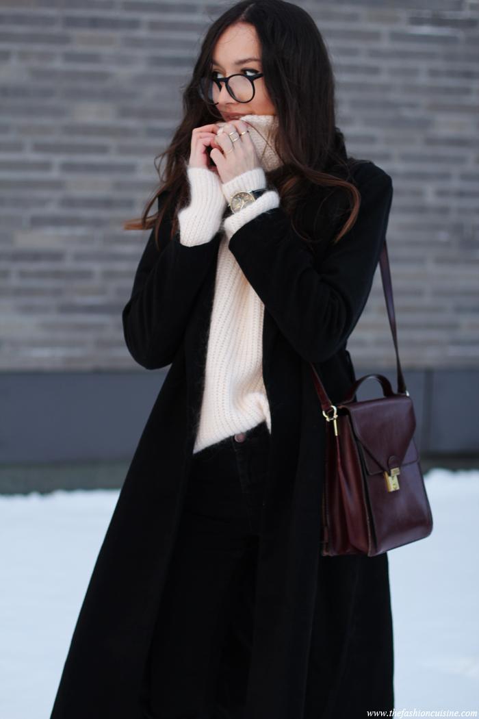 cozy turtleneck sweater, pale pink, classic black coat, streetstyle, chelsea boots