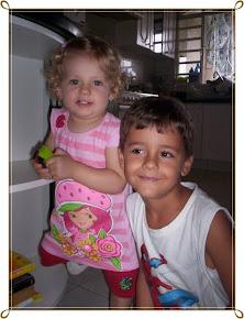 Meus  tesouros Cecilia e Bruninho.
