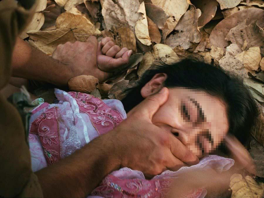 """""""Phá trinh"""" nữ tử tù trước khi hành hình ở IRAN 9"""