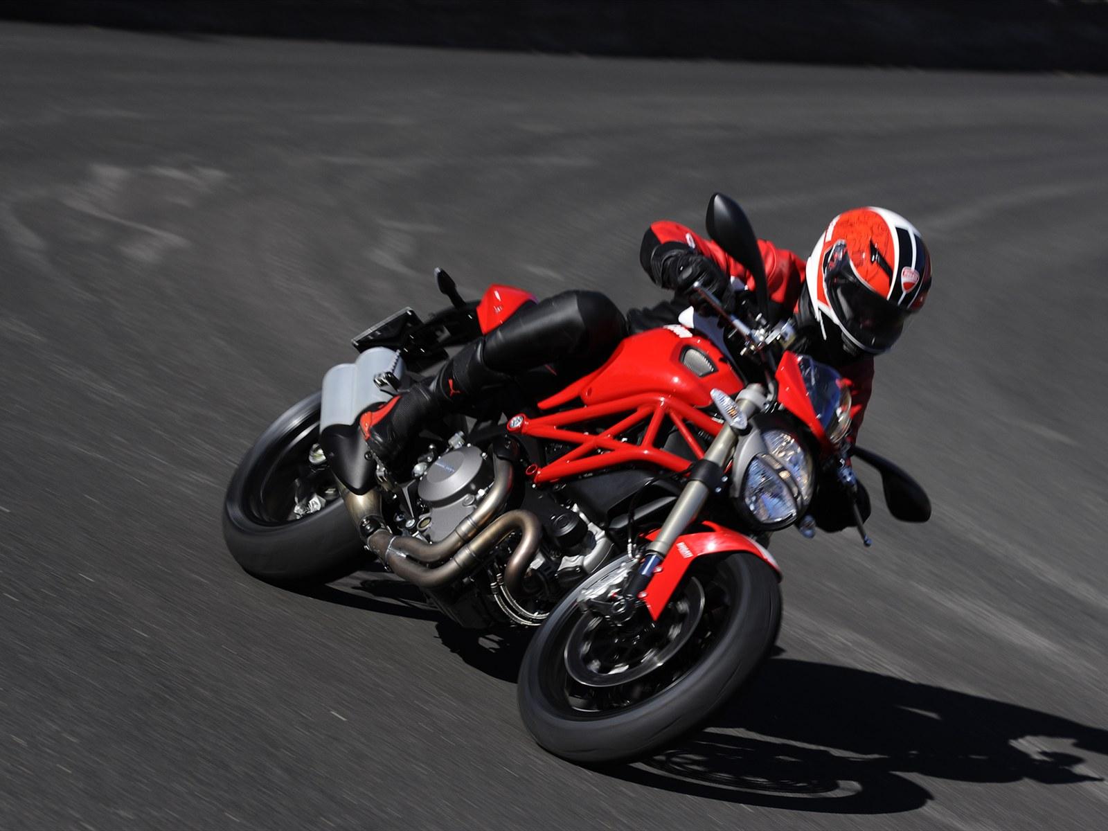 http://3.bp.blogspot.com/-2ZE9bb3aDVM/TeKG7VfNomI/AAAAAAAAAUc/NtcU3soDA4o/s1600/2012-Ducati-Monster-1100-EVO-In-Action.jpg