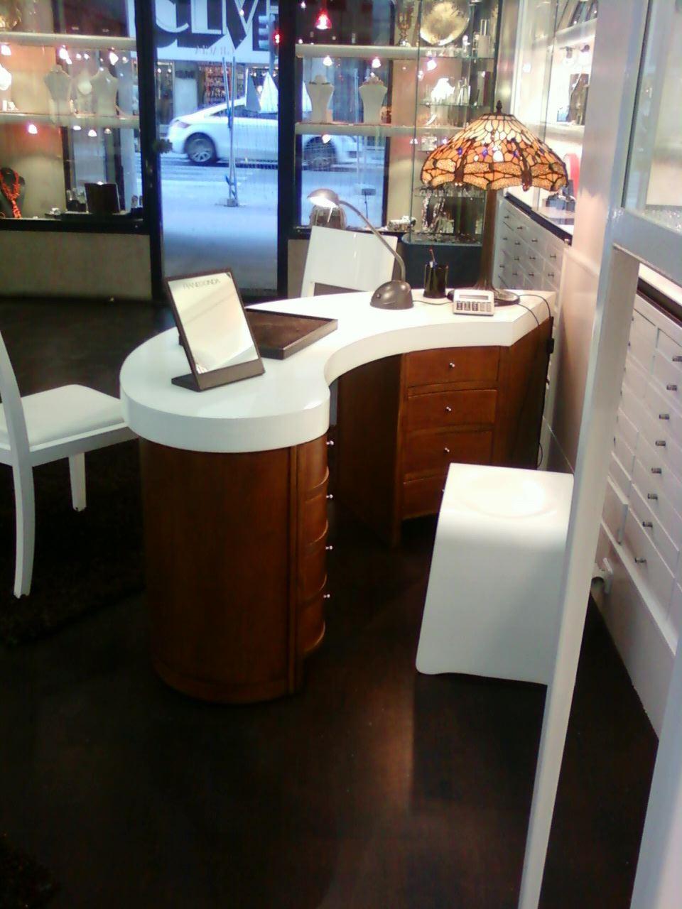 Muebles nicos restauraci n de muebles en locales comerciales - Restauracion muebles valencia ...