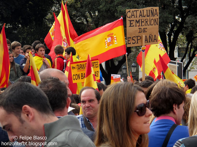 Día de la Hispanidad celebrado en Plaça Catalunya (Barcelona, 2013)