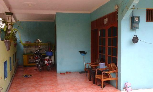 Rumah Dijual di Bekasi Bebas Banjir Strategis Tampak Teras Depan