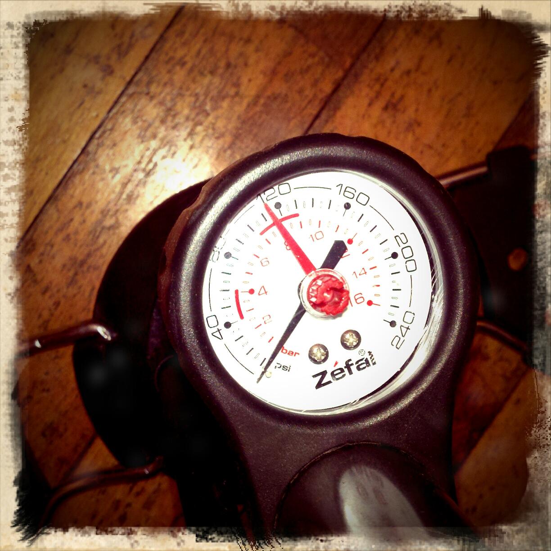Review Of Zefal Husky Floor Pump   Psi U0026 Bar Pressure Guage