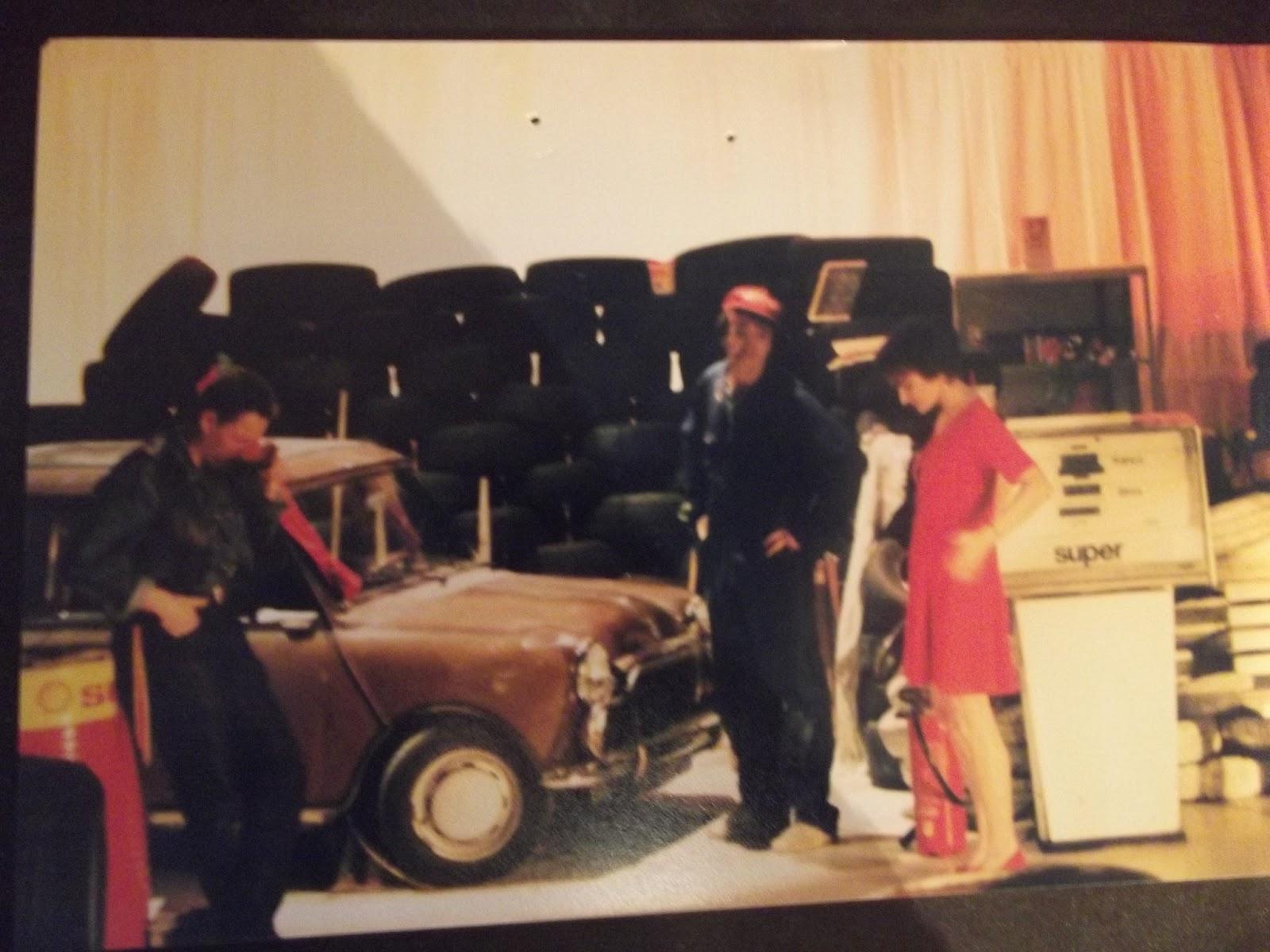 les dix neuf pieces de coups de theatre 2 me une station service en 1995. Black Bedroom Furniture Sets. Home Design Ideas