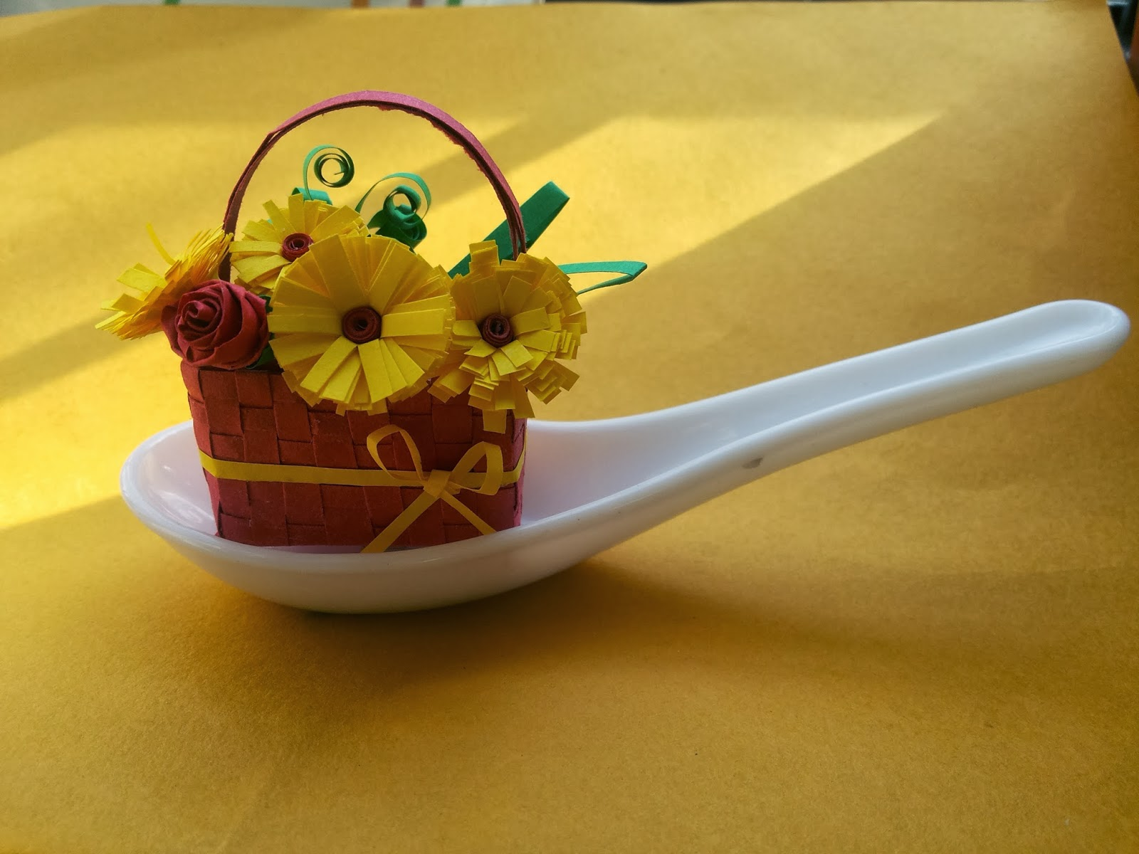 http://quillingzone.blogspot.tw/2014/02/hmmagain-to-3d-miniatures-flower-basket.html