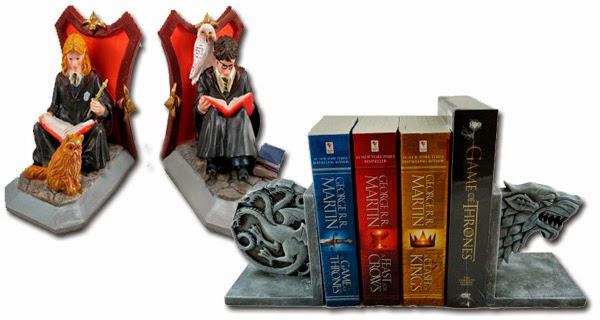 Soportes para libros en el post de los 10 regalos frikis que encantarán a los amantes de la literatura