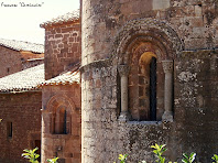 """Detall dels absis amb una sola finestra de l'església de L'Estany. Autor: Francesc """"Caminaire"""""""
