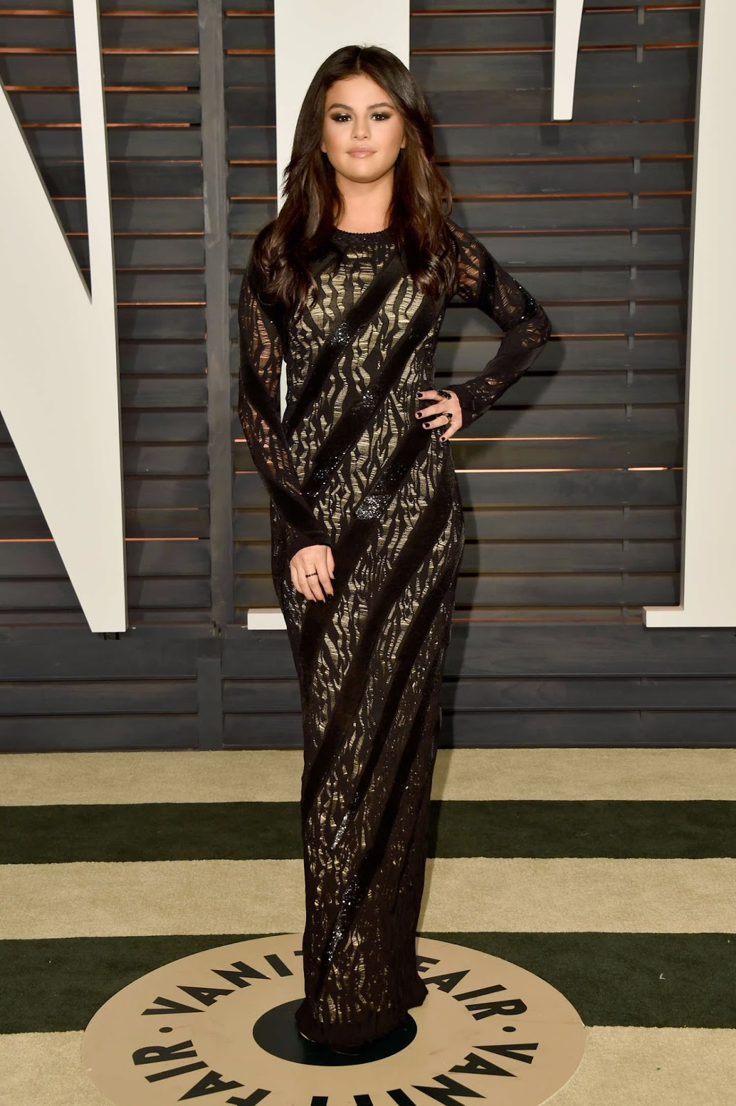 Selena Gomez flaunts curves in a black gown at the 2015 Vanity Fair Oscars Party in Hollywood