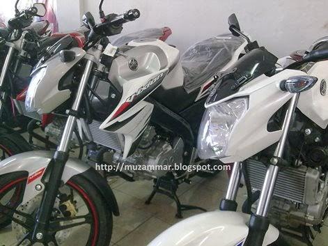 Konfirmasi . . . warna dan striping baru Yamaha New Vixion Lightning 2014 sudah tersedia di delaer Medan !