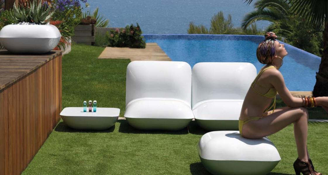 The lounge style vondom revoluciona el mercado de for Mobiliario exterior plastico