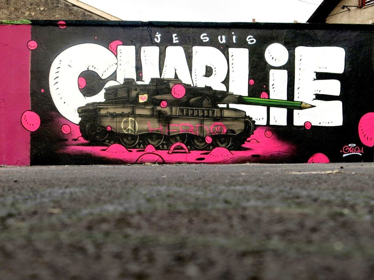 """Gris1 from the excellent Da Mental Vaporz crew just finished working on this brand new tribute piece entitled """"Je Suis Charlie""""."""
