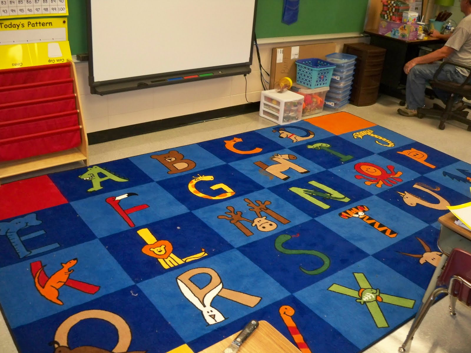 First grade owls whooo wants a freebie for Classroom rug