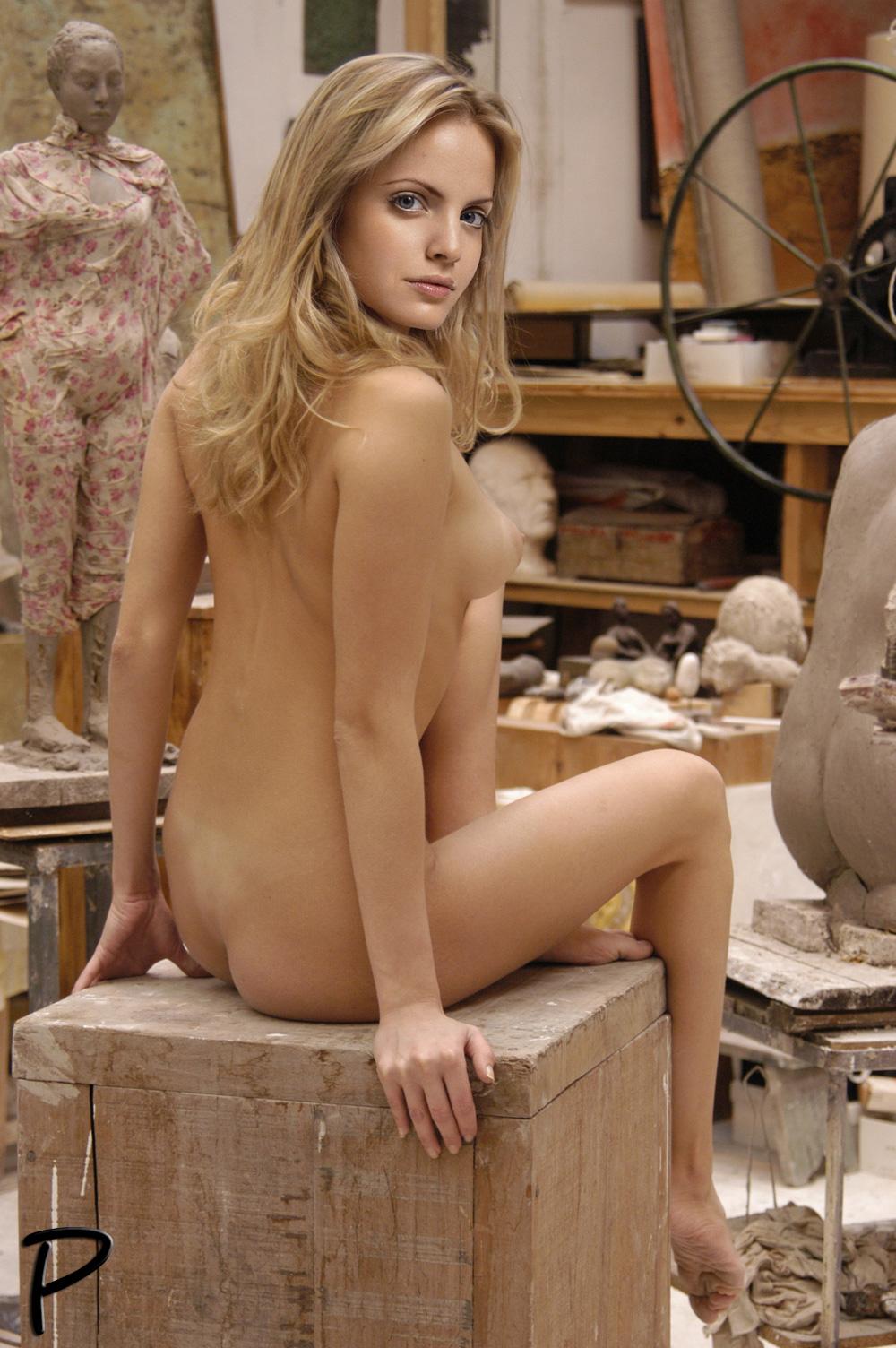 Mena suvari Naked
