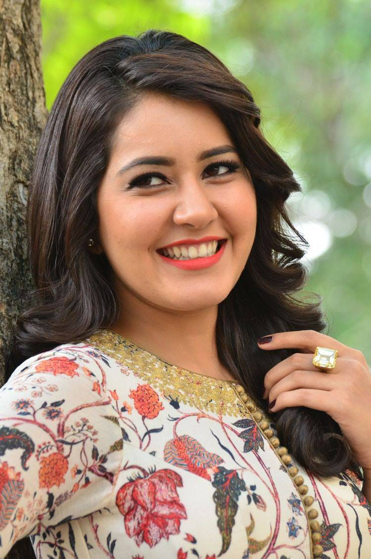 Rashi Khanna Stills From Bengal Tiger Movie
