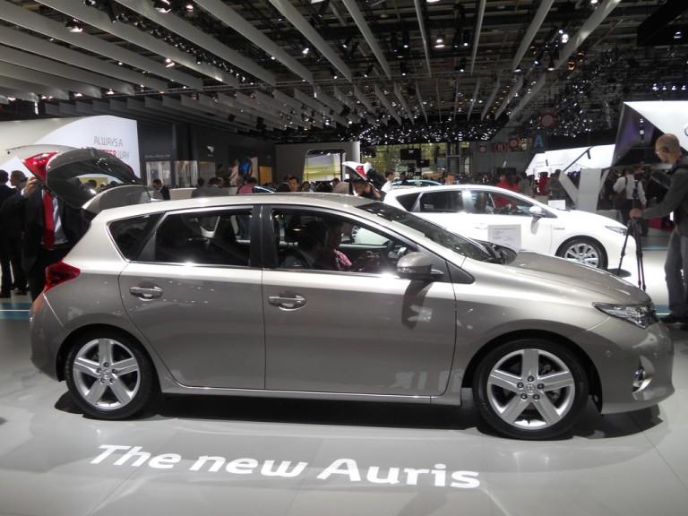 Paris 2012: 2013 Toyota Auris and Toyota Auris Touring Sports Hybrid