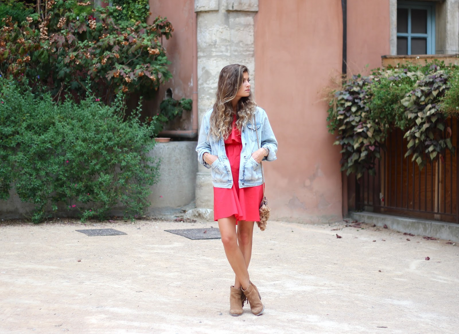 Robe rouge courte veste