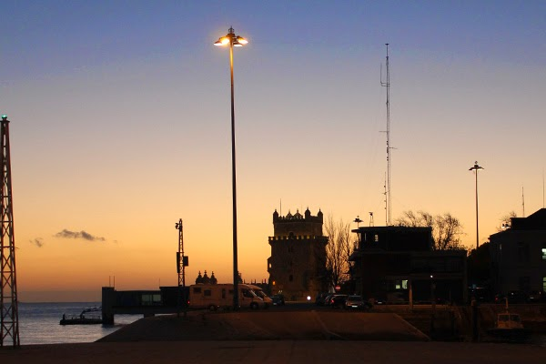 torre de belem de noche