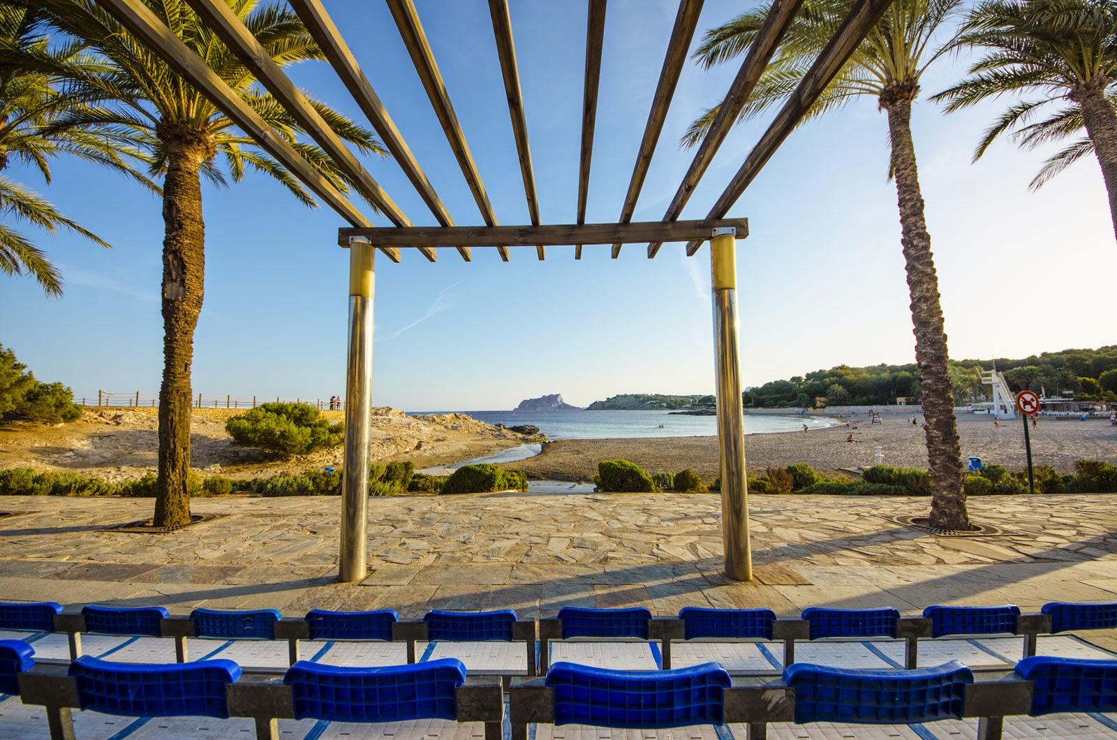 Strand Ampollo in Moraira, klaar voor Nederland - Spanje en Moros en Cristians.