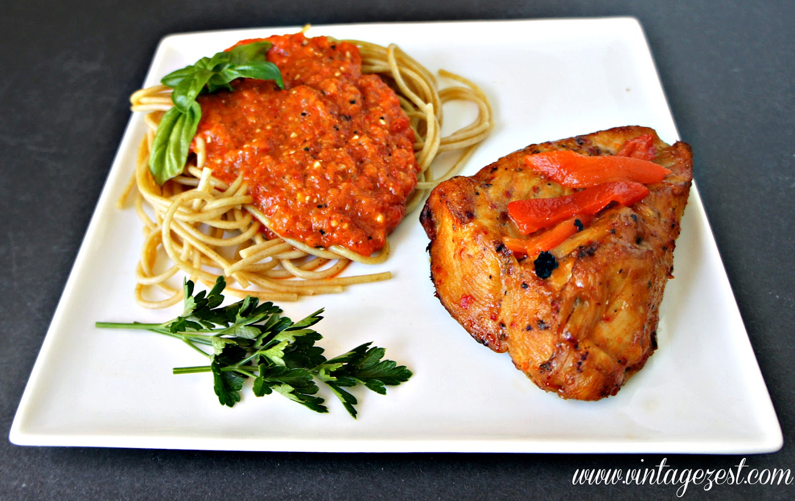 Roasted Red Pepper & Garlic Chicken with Roasted Red Pepper Spaghetti - Quick & Easy to Make! #inspiremydinner #shop #cbias
