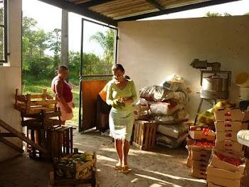 Agricultoras na Pacova preparando produtos para o P.A.A da CONAB