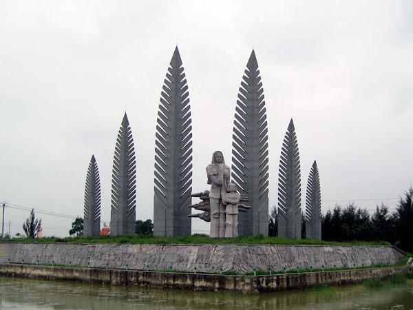 Monumento en el rio Ben Hai de la guerra de Vietnam