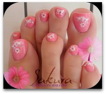 uas de pies con flores