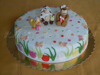Fiori, farfalle, una mucca, un orsetta e una papera per Victoria