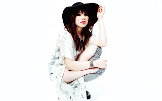 Carly Rae Jepsen with Hat HD Wallpaper