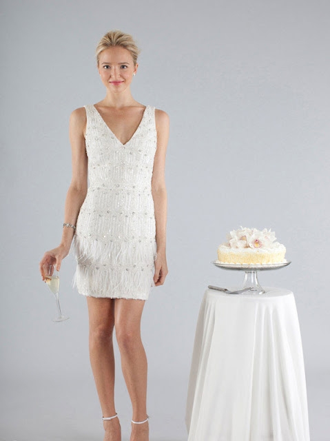 Brautkleider für eine Hochzeit am Strand