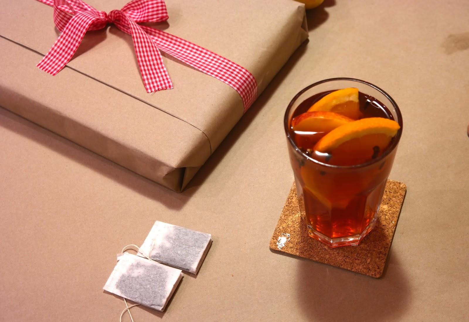 Herbata z pomarańczą, jabłkiem i goździkami