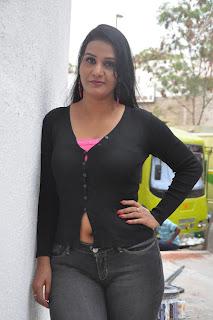 apoorva aunty sexy navel
