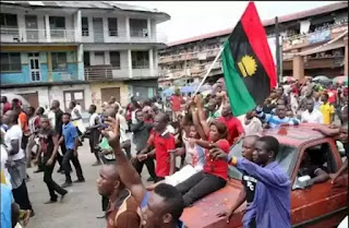 Nigerian Soldiers Feed Arrested IPOB Members With Jollof Rice And Chicken (Photos)