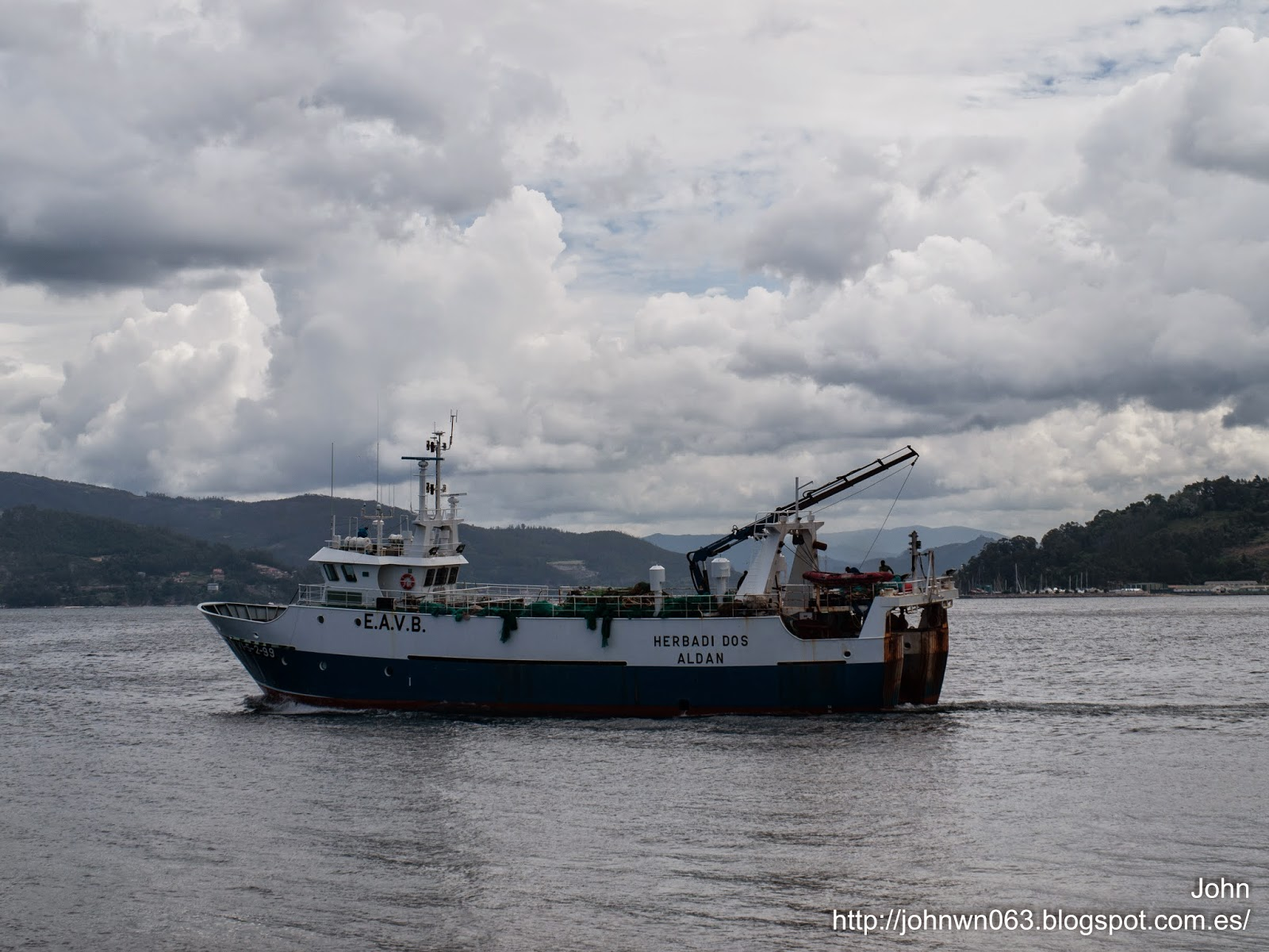 fotos de barcos, imagenes de barcos, herbadi dos, arrastrero, trawler, valiña, vigo