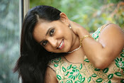 Ishika singh latest glam pics-thumbnail-6