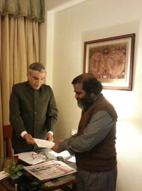 Jyoti Kothari presenting petition to Pawan Bansal, Union Railway Minister