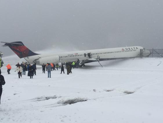 Nueva York: Avión de Delta Air Lines se desvía en aeropuerto LaGuardia