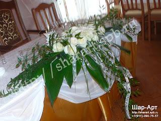 флористика. метровая композиция из живых цветов для оформления свадебного стола