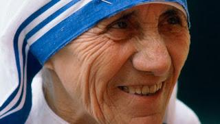 Këndohet në Prishtinë HImni Kushtuar Nënë Terezës